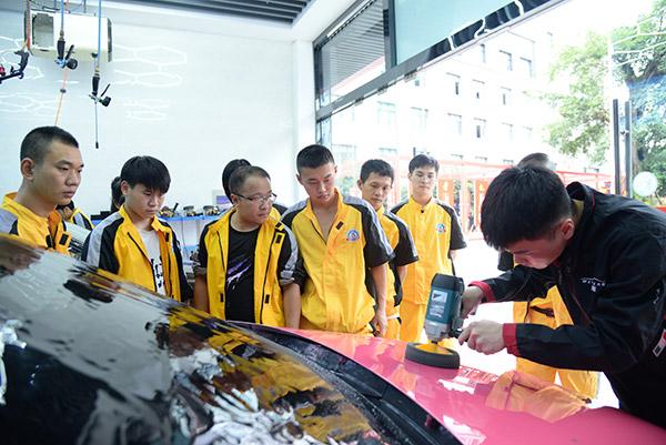 重庆万通:总监进校园丨解读汽车美容保养与维护